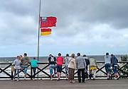 Mielno. Czerwona flaga na nadmorskiej plaży