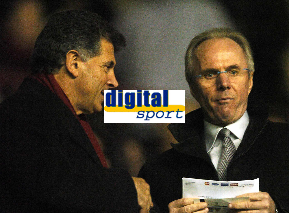 Fotball<br /> UEFA Champions League<br /> 07.12.2004<br /> Arsenal v Rosenborg<br /> Foto: BPI/Digitalsport<br /> NORWAY ONLY<br /> <br /> Sven Gøran Eriksson chats to Arsenal Chairman David Dein before the game