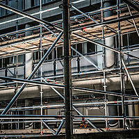 Stijger constructies in een renovatie pand. Scaffolds in a renovation building