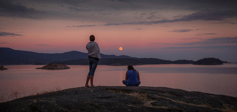 Watching the full moon rise at Gospel Rock in Gibsons, BC. (2017)