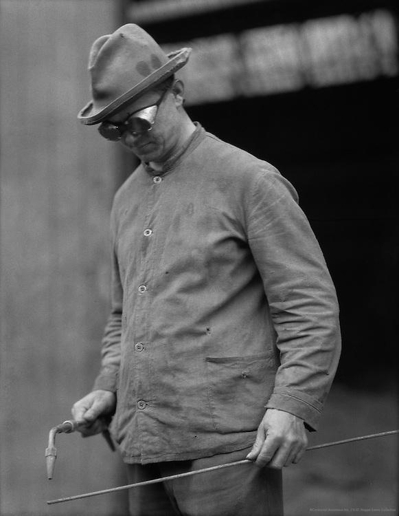 Worker at Friedrich Krupp Stahlwerke, <br /> Mülheim, 1928
