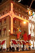 New York, New York. Etats Unis. 16 Decembre 2010.Midtown. Cinquieme Avenue (5eme Avenue)..New York, New York. United States. December 16th 2010.Midtown. Fifth Avenue (5th Avenue)..