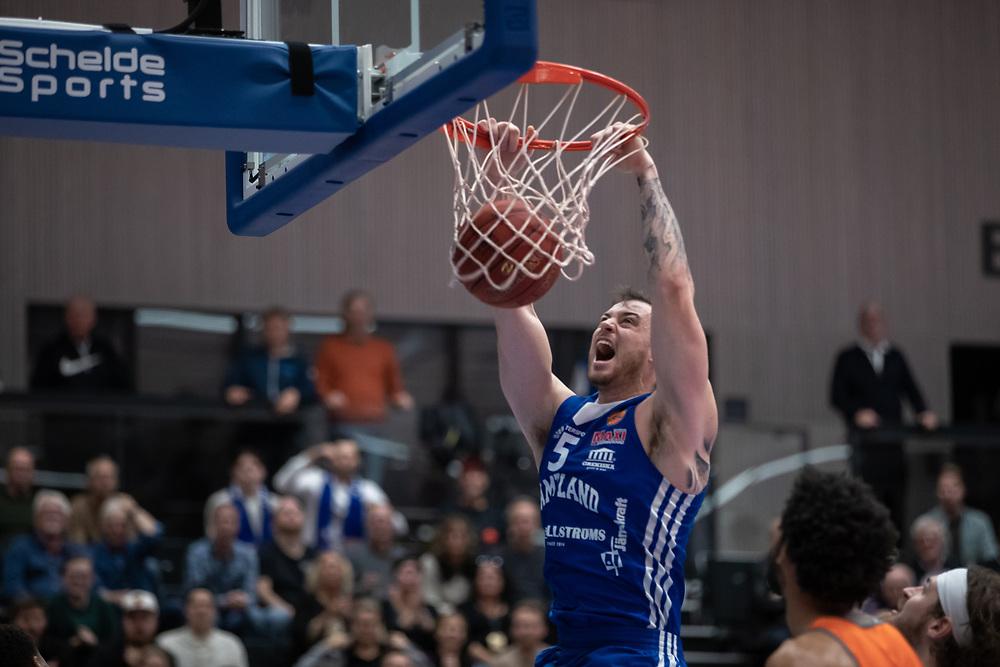 ÖSTERSUND 20211007<br /> Jämtlands Steve Harris under torsdagens match i basketligan mellan Jämtland Basket och Norrköping Dolphins.<br /> Foto: Per Danielsson / Projekt.P
