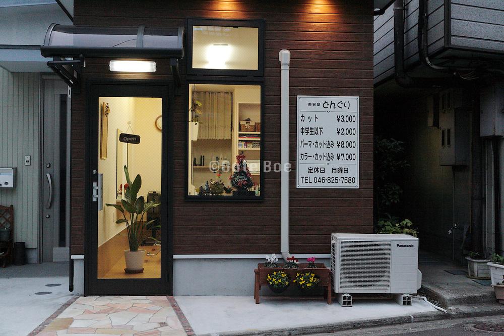 small haircut and beauty salon Yokosuka Japan
