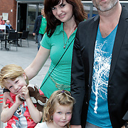 NLD/Haarlem/20120627 - Filmpremiere Ice Age 4, Eddy Zoey, partner Marieke Hulsegge , kinderen Fender en Teuntje