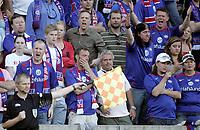 Fotball<br /> Tippeligaen Eliteserien<br /> 01.06.08<br /> Ullevaal Stadion<br /> FC Lyn Oslo - Vålerenga VIF<br /> Enkelte av supporter ne i Klanen er misfornøyd med assistentdommeren<br /> Foto - Kasper Wikestad