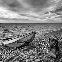 Vissersbootje op zeedijk bij Cornwerd