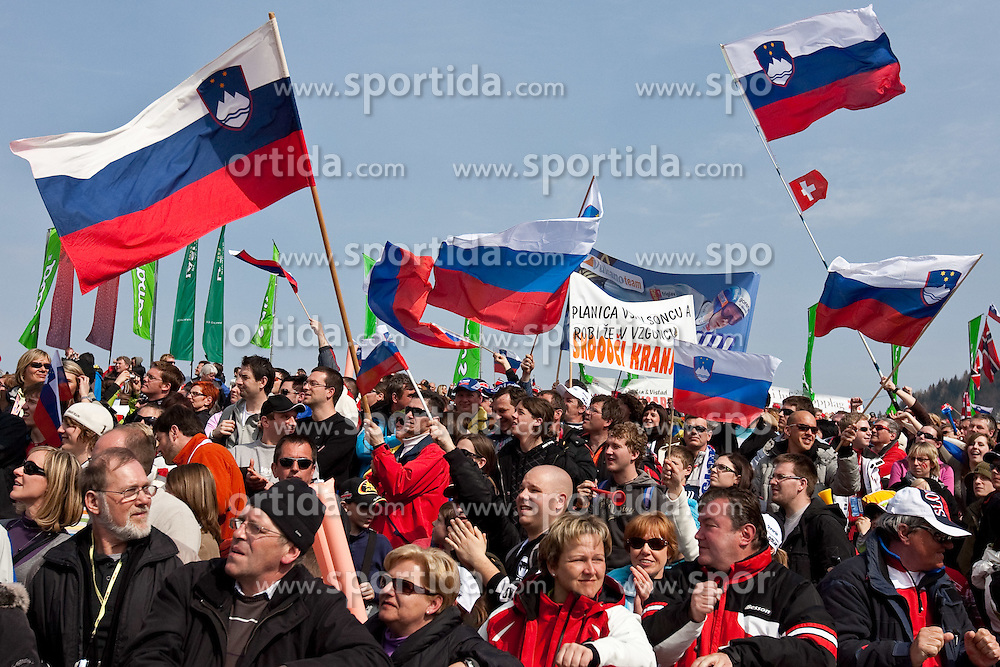 20.03.2010, Planica, Kranjska Gora, SLO, FIS SKI Flying World Championships 2010, Flying Hill Individual 3rd Round, im Bild Feature slowenische Fans, EXPA Pictures © 2010, PhotoCredit: EXPA/ J. Groder / SPORTIDA PHOTO AGENCY