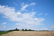 Charmes-sur-Herbasse, Drôme, Frankrijk - augustus 2021: Korenveld | Charmes-sur-Herbasse, Drôme, France - August 2021: Wheatfield