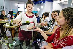 Degustação de vinhos no estande do Uruguai durante a 39º Expointer - xposição Internacional de Animais, Máquinas, Implementos e Produtos Agropecuários. A maior feira a céu aberto da América Latina,  promovida pela Secretaria de Agricultura e Pecuária do Governo do Rio Grande do Sul, ocorre no Parque de Exposições Assis Brasil, entre 27 de agosto e 04 de setembro de 2016 e reúne as últimas novidades da tecnologia agropecuária e agroindustrial. FOTO: Itamar Aguiar/ Agência Preview