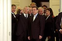 11 JAN 2005, BERLIN/GERMANY:<br /> Wolfgang Clement, SPD, Bundeswirtschaftsminister, Otto Schily, SPD, Bundesinnenminister, Hans Eichel, SPD, Bundesfinanzminister, Gerhard Schroeder, SPD, Bundeskanzler, Manfred Stolpe, SPD, Bundesverkehrsminister, Brigitte Zypries, SPD, Bundesjustizministerin, (v.L.n.R.), warten in der Schlange des Defilees, Neujahrsempfang des Bundespraesidenten, Schloss Charlottenburg<br /> IMAGE: 20050111-01-013<br /> KEYWORDS: Bundespräsident, Gerhard Schröder