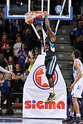 DESCRIZIONE : Campionato 2014/15 Serie A Beko Dinamo Banco di Sardegna Sassari - Upea Capo D'Orlando <br /> GIOCATORE : Dario Hunt<br /> CATEGORIA : Sequenza Schiacciata Controcampo<br /> SQUADRA : Upea Capo D'Orlando<br /> EVENTO : LegaBasket Serie A Beko 2014/2015 <br /> GARA : Dinamo Banco di Sardegna Sassari - Upea Capo D'Orlando <br /> DATA : 22/03/2015 <br /> SPORT : Pallacanestro <br /> AUTORE : Agenzia Ciamillo-Castoria/C.Atzori <br /> Galleria : LegaBasket Serie A Beko 2014/2015