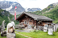 THEMENBILD - Almhütte. Die bewirtschaftete Alm, wo rund 800 Schafe und 55 Milchkühe im Sommer sind, besteht seit dem Jahre 1779 und wird von der Familie Aberger Dick geführt, Sie liegt unmittelbar bei den Kapruner Hochgebirgsstauseen, aufgenommen am 16. Juni 2017, Fürthermoar Alm, Kaprun, Österreich // mountain hut. The Fuerthermoar Alm, where around 800 sheep and 55 dairy cows are in summer and is directly next to the Kaprun Hochgebirgsausauseen. The Mountain Hut exists since 1779 and is owned by the family Aberger Dick, taken on 2017/06/16, Kaprun, Austria. EXPA Pictures © 2017, PhotoCredit: EXPA/ JFK