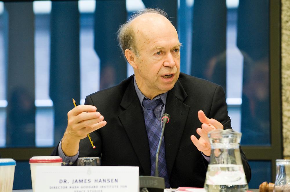 Nederland. Den Haag, 27 nov 2008.James Hanson, directeur van de Nasa spreekt nederlandse parlementariers toe over de klimaatverandering..Foto (c) Michiel Wijnbergh