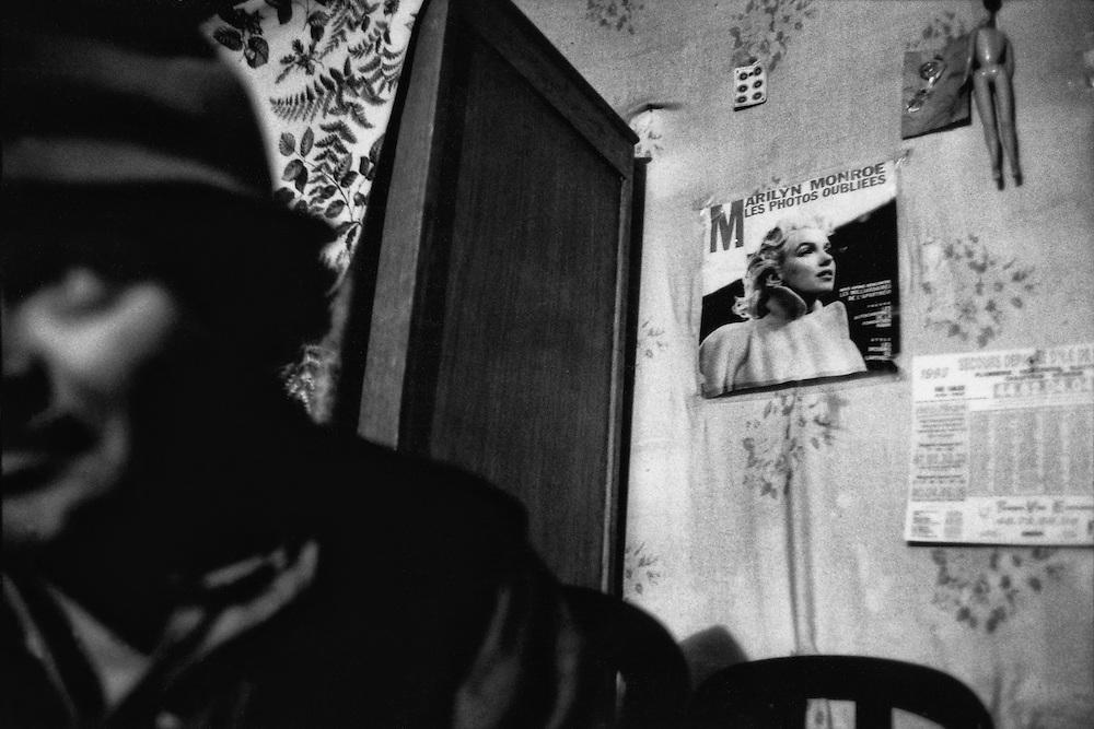 Paris, 1994.<br /> Occupation d'immeuble vide.