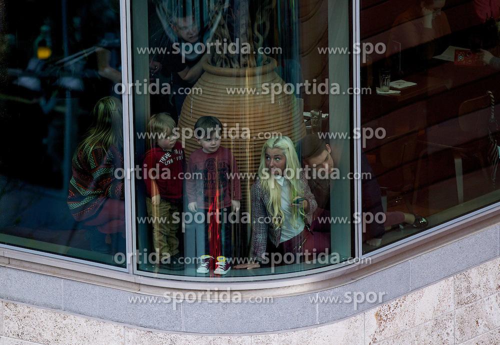 """20.04.2012, Liverpool, England, GBR, Sea Odyssey, a Giant Spectacular, im Bild Zuschauer blicken auf das Spektakel durch eine Fensterscheibe des Liverpool ONE Shopping Centers. Das weltweit größte Straßentheater """"Sea Odyssey, a Giant Spectacular"""" der Straßentheatergruppe Royal de Luxe aus Frankreich und ist Teil einer Reihe von Veranstaltungen anlässlich des 100. Jahrestages des Untergangs der Titanic. Sea Odyssey ist eine magische Geschichte über Liebe, Verlust und Wiedersehen auf einem gigantischen Maßstab gespielt und begeistert in den Strassen von Liverpool Hunderttausende Zuschauer // Spectators peer through windows to catch a glimpse of The Little Girl Giant, a 30ft tall marionette, walks through Liverpool ONE shopping area in Liverpool in north-west England. The girl is part of a street theatre production entitled Sea Odyssey - a Giant Spectacular. Two marionettes controlled by lilliputians, a driver and a girl, his niece, will roam through the city's streets looking for each other during the three day production. The free event, organised by French company Royal de Luxe is one of a series of events marking the 100th anniversary of the sinking of the Titanic. EXPA Pictures © 2012, PhotoCredit: EXPA/ Propagandaphoto/ Vegard Grott..***** ATTENTION - OUT OF ENG, GBR, UK *****"""