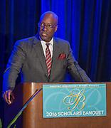 Ken Huewitt comments during the Scholars banquet, April 12, 2016.