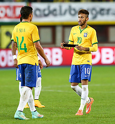 18.11.2014, Ernst Happel Stadion, Wien, AUT, Freundschaftsspiel, Oesterreich vs Brasilien, im Bild Thiago Silva (BRA) und Neymar jr (BRA) // during the friendly match between Austria and Brasil at the Ernst Happel Stadion, Vienna, Austria on 2014/11/18. EXPA Pictures © 2014, PhotoCredit: EXPA/ Alexander Forst