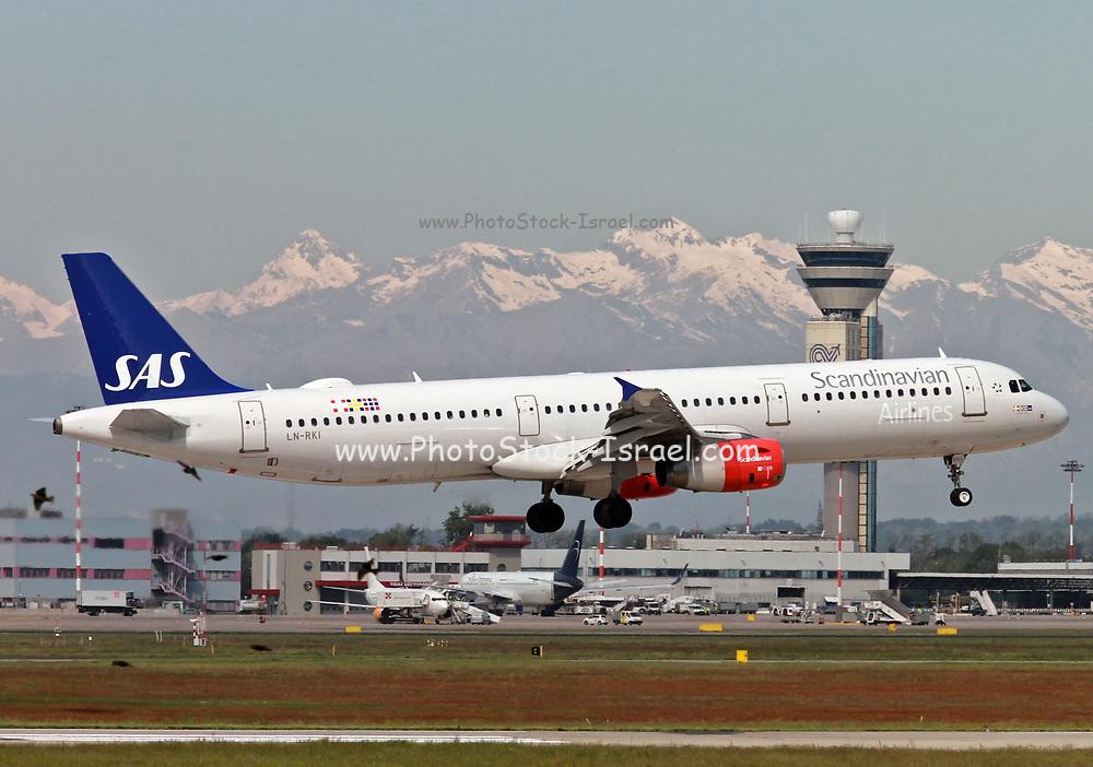 LN-RKI SAS - Scandinavian Airlines, Airbus A321-232 at Malpensa (MXP / LIMC), Milan, Italy