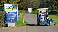 SPAARNWOUDE- Buggy met golfkar op openbare golfbaan Spaarnwoude FOTO KOEN SUYK