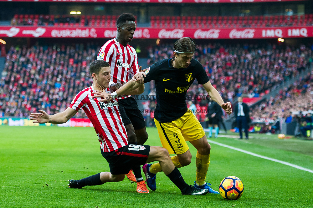 BILBAO, SPAIN - JANUARY 22: Filipe Luis of Atletico Madrid competes for the ball with Oscar De Marcos of Athletic Club during the La Liga match between Athletic Club Bilbao and Atletico Madrid at San Mames Stadium on January 22, 2017 in Bilbao, Spain.  (Photo by Juan Manuel Serrano Arce/Getty Images)
