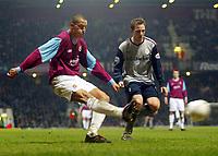 Photo: Scott Heavey.<br />West Ham V Crewe. Nationwide First Division. 17/03/2004.<br />Bobby Zamora (L) beats David Vaughan to cross