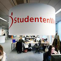 Nederland,Hoofddorp ,1 december 2008..StudentenWerk uitzendbureau is marktleider in het uitzenden van studenten voor parttime- en tijdelijke fulltime functies..Op de foto werkzaamheden op het hoofdkantoor van Studentenwerk.