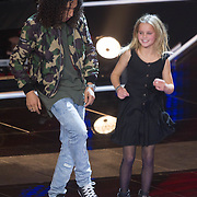 NLD/Hilversum/20151211 - 2e Liveshow The Voice of Holland, TVOH, Ali B doet een dansje met een meisje uit het publiek