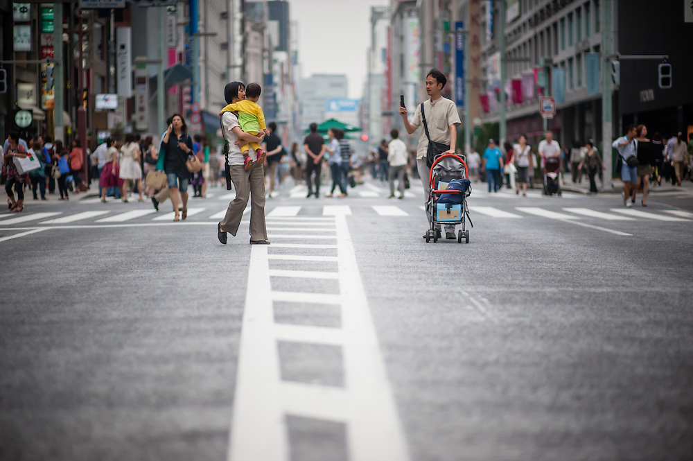Family in the streets of Ginza (Tokyo, Japan)