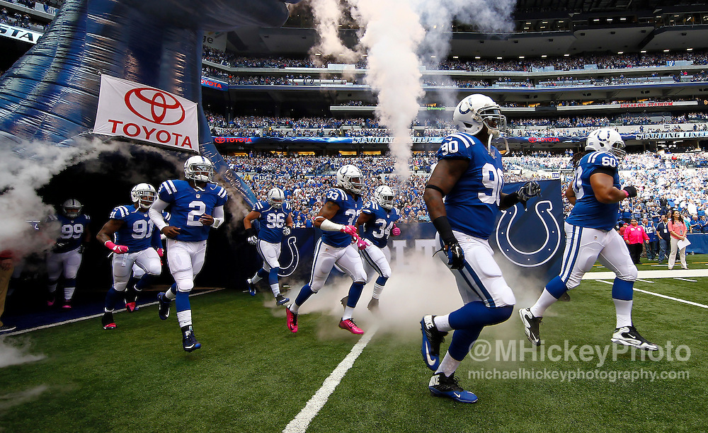 INDIANAPOLIS, IN - OCTOBER 4: Members of the Indianapolis Colts take the field before the game against the Jacksonville Jaguars at Lucas Oil Stadium on October 4, 2015 in Indianapolis, Indiana. Indianapolis defeated Jacksonville 16-13. (Photo by Michael Hickey/Getty Images)