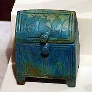 Burial goods - jewellery box with lid, variedly decorated rings. 25th dynasty, around 750 BC Abusir el-Meleq