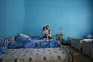 Ecole de Lugoviki, dirigée par Lidia Olexiivna Bernikova, à quelques km de la zone interdite. Tous les enfants viennent de la région; Ils ont entre 3 et 17 ans. Les enfants ont été les grandes victimes de la catastrophe, plus sensibles qu'ils sont face à la radiation. Les classes sont composées de moins de 10 enfants contre 25/30 il y a 20 ans.