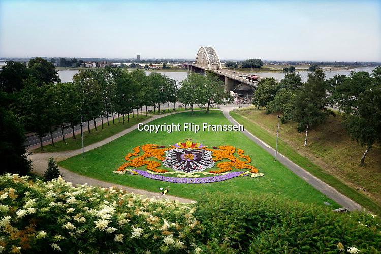 Nederland, the Netherlands, Nijmegen, 9-6-2016Het stadswapen van de stad gevormd door bloemen , al sinds de jaren 50 een vast beeld op deze plek .FOTO: FLIP FRANSSEN