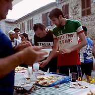 Each 20 km a 'Ristoro' a place to full up, with prosciutto bread oil and wine. On May 27, 2018 the second edition od the Eroica went of, the Eroica is a bicycle race where only bikes berore 1985 can partecipate. Cyclists must wear vintage cloths and the road are often on gravel. It's a non competitive race, but fatigue and sweat are real. Federico Scoppa