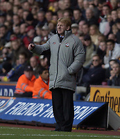 Picture: Henry Browne.<br />Date: 01/11/2003.<br />Southampton v Manchester City  FA Barclaycard Premiership.<br />Gordon Strachan gets annoyed with his players