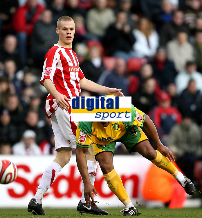 Photo: Paul Greenwood/Sportsbeat Images.<br />Stoke City v Norwich City. Coca Cola Championship. 01/12/2007.<br />Norwich's Dion Dublin (R) heads on the ball