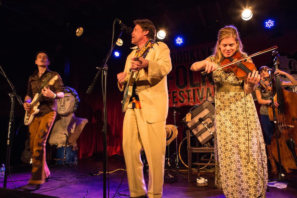 Alex Battles, center, with Sammo, left, on guitar, and Kari Denis on fiddle.