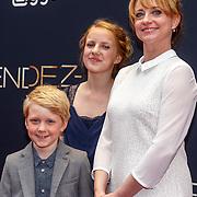 NLD/Amsterdam/20150601 - Premiere Rendez-vous, Evie van der Laaken en Bobbie van Vleuten en Bianca Krijgsman