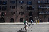 New York. Red Hook . Brooklyn, the old docks are becoming a trendy area,  New York  United states /  le quartier de Red Hook . Brooklyn , les anciens docks au bord de la mer se transforment en quartier a la mode. , New York Etats unis
