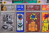 Chine, Hong Kong, Hong Kong Island, quartier branché de Soho, Hollywood road, poubelle, recyclage // China, Hong Kong, Hong Kong Island, Soho in Hollywood road, trash can, recycling