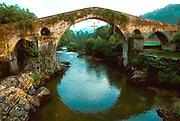 SPAIN, NORTH, ASTURIAS Cangas de Onis, Romanesque Bridge