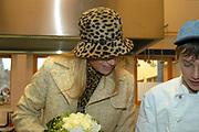Princes Maxima opens the new Youth center in Alphen aan de Rijn.<br /> <br /> Hare Koninklijke Hoogheid Prinses Máxima der Nederlanden verricht woensdag 1 december 2004 in Alphen aan den Rijn de officiële heropening van jeugdzorginstituut Rijnhove. Het onderkomen van deze zorginstelling voor kinderen en jongeren is in tweeënhalf jaar geheel gerenoveerd. Rijnhove is onderdeel van Horizon, instituut voor Jeugdzorg & Onderwijs. Bij Rijnhove worden honderdvijfentwintig jongeren met ernstige ontwikkelingsproblemen begeleid en behandeld.