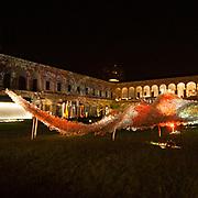 Il FuoriSalone 2010 nelle vie di centrali Milano, Università Statale: il Vello d'oro di Jacopo Foggini<br /> <br /> Golden flees, Jacopo Foggini installation in State University courtyard