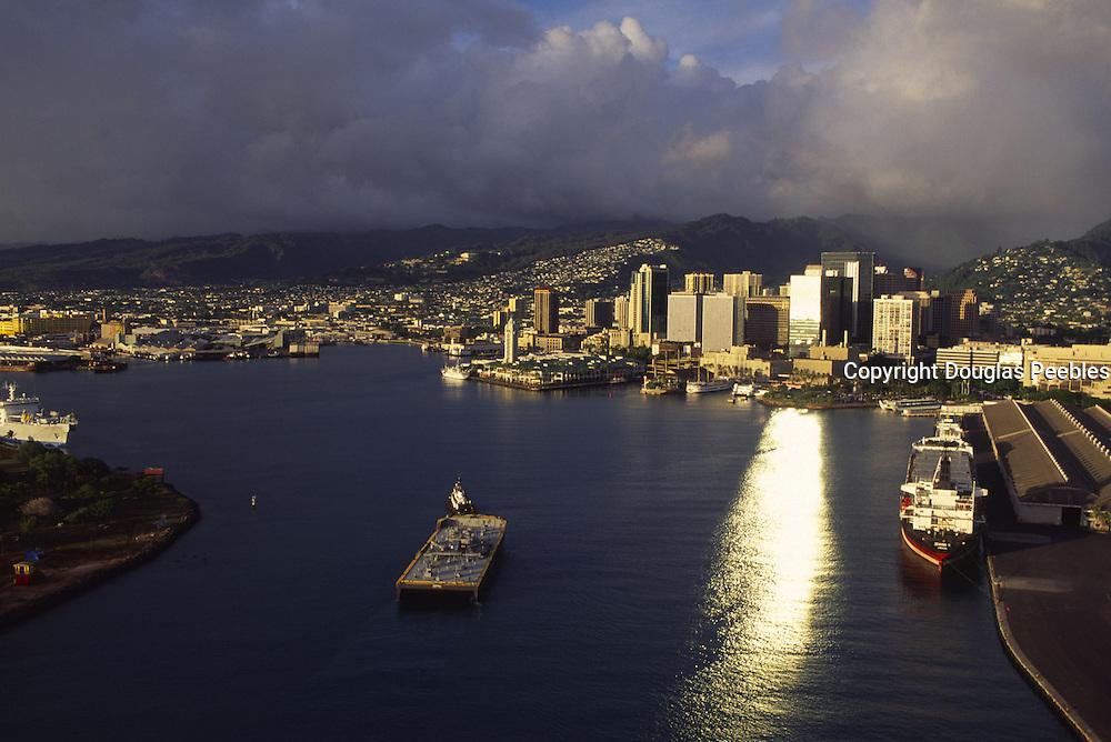 Honolulu Harbor, Honolulu, Oahu,  Hawaii, USA<br />