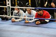 Boxen: Universum Boxpromotion, Training, Hamburg, 16.04.2021<br /> Promoter Ismail Özen-Otto (M.) und Matchmaker Flavio Oleaga Mirabal<br /> © Torsten Helmke