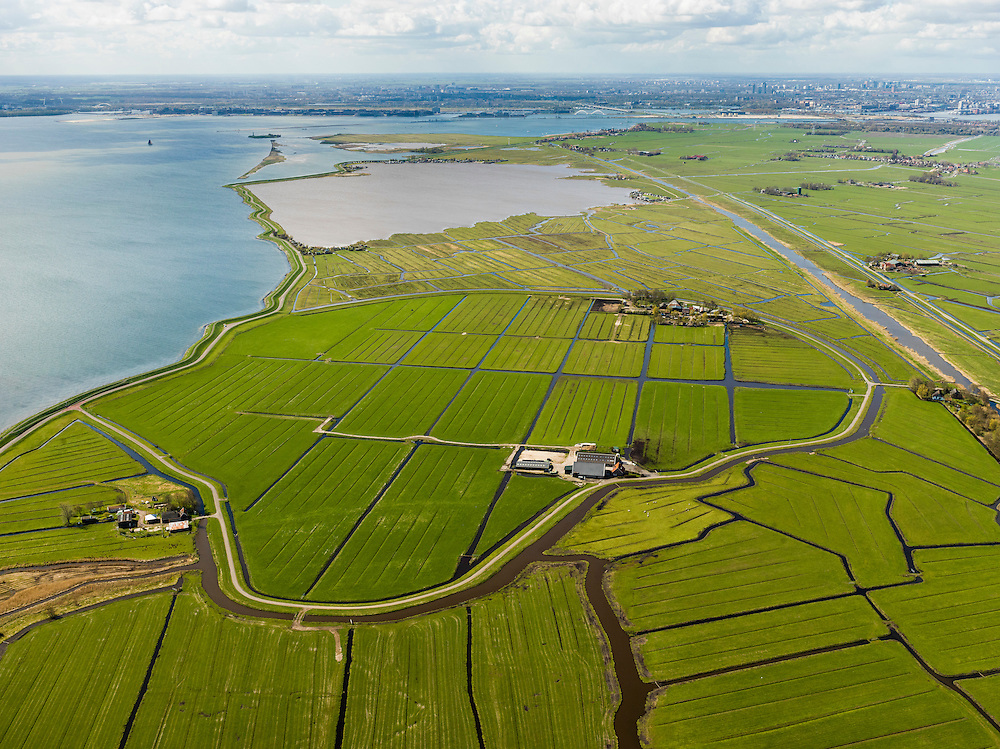 Nederland, Noord-Holland, Gemeente Amsterdam, 16-04-2012; Waterland,. Blijkmeerpolder, voormalige braak (of wiel), ingepolderd in 1873. Rechts het Goudriaankanaal naar Durgerdam en langs het het Kinselmeer. Aan de horizon Amsterdam met IJburg.Blijkmeerpolder (polder) an ancient wheel. View on the IJsselmeer (lake) and the skyline of Amsterdam . Rural area near Amsterdam. .luchtfoto (toeslag), aerial photo (additional fee required);.copyright foto/photo Siebe Swart
