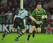 Northampton, England, Franklin's Gardens 07.12.2002. <br /> Heineken European Cup - Franklin Gardens - Northampton vs Cardiff<br /> Steve Thompson running with th ball..      [Mandatory Credit:Peter SPURRIER/Intersport Images]