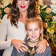 NLD/Amsterdam/20161013 - Televiziergala 2016, Isa Hoes en dochter Vlinder