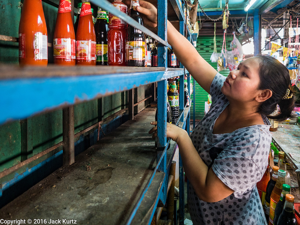 04 JANUARY 2016 - BANGKOK, THAILAND:        A vendor in Bang Chak Market packs up her shop when the market closed permanently. The market closed January 4, 2016. The Bang Chak Market serves the community around Sois 91-97 on Sukhumvit Road in the Bangkok suburbs. About half of the market has been torn down. Bangkok city authorities put up notices in late November that the market would be closed by January 1, 2016 and redevelopment would start shortly after that. Market vendors said condominiums are being built on the land.     PHOTO BY JACK KURTZ