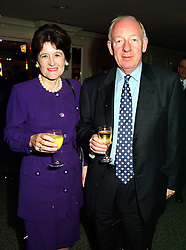 SIR ALASTAIR & LADY GOODLAD at a lunch in London on 15th October 1999.<br /> MXW 10